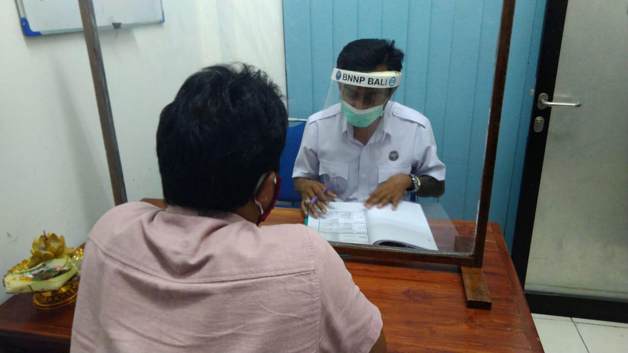 Asesmen dan Pemeriksaan Urine Terhadap Klien