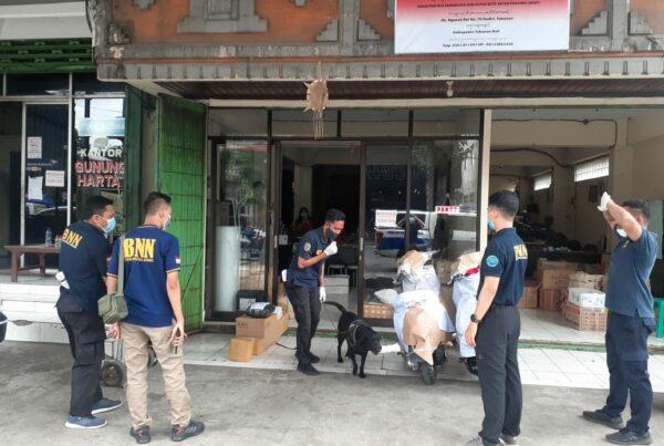 Sinergitas BNNP Bali dan Kanwil BC Bali Dalam Kegiatan Deteksi Barang Bermuatan Narkotika di Perusahaan Jasa Titipan (PJT)