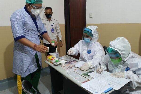 Pelaksanaan Pemeriksaan tes urine narkoba bagi para Calon Bupati dan Wakil Bupati Serta Walikota dan Wakil Walikota