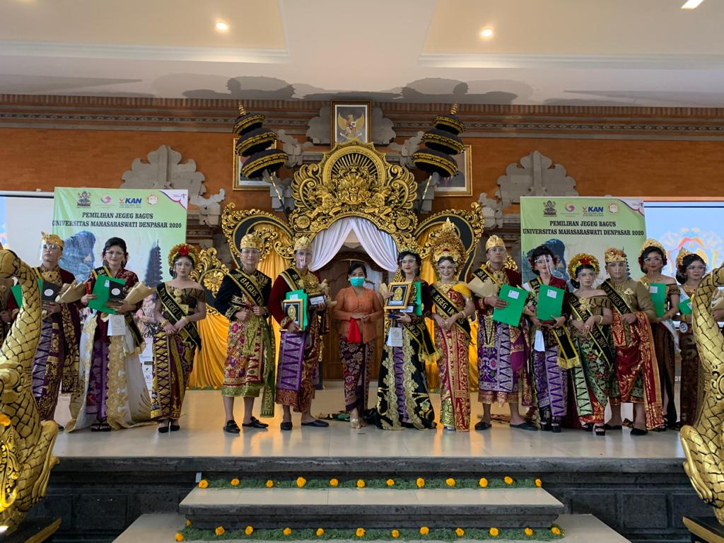 Kasi Pencegahan BNNP Bali hadir sebagai juri dalam ajang pemilihan Duta Anti Narkoba dan Kesehatan pada acara audisi Jegeg Bagus Mahasaraswati 2020